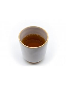 Le houjicha JIRO est un thé vert torréfié.